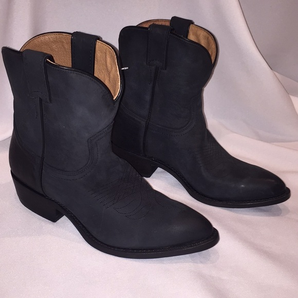 5963f3424ed 🆕 Frye Billy Short Pointy Black Western Boot